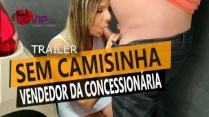 Cristina Almeida se exibe para o vendedor na frente do marido corno e depois é fodida sem camisinha